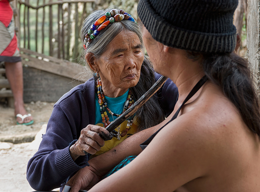 The famous 94 year-old tattoo artist Fang Od is one of the last tattoo artists practising the traditional Kalinga art form that uses pomelo thorns as needles. Presently she is training her niece to take over this traditional craft.