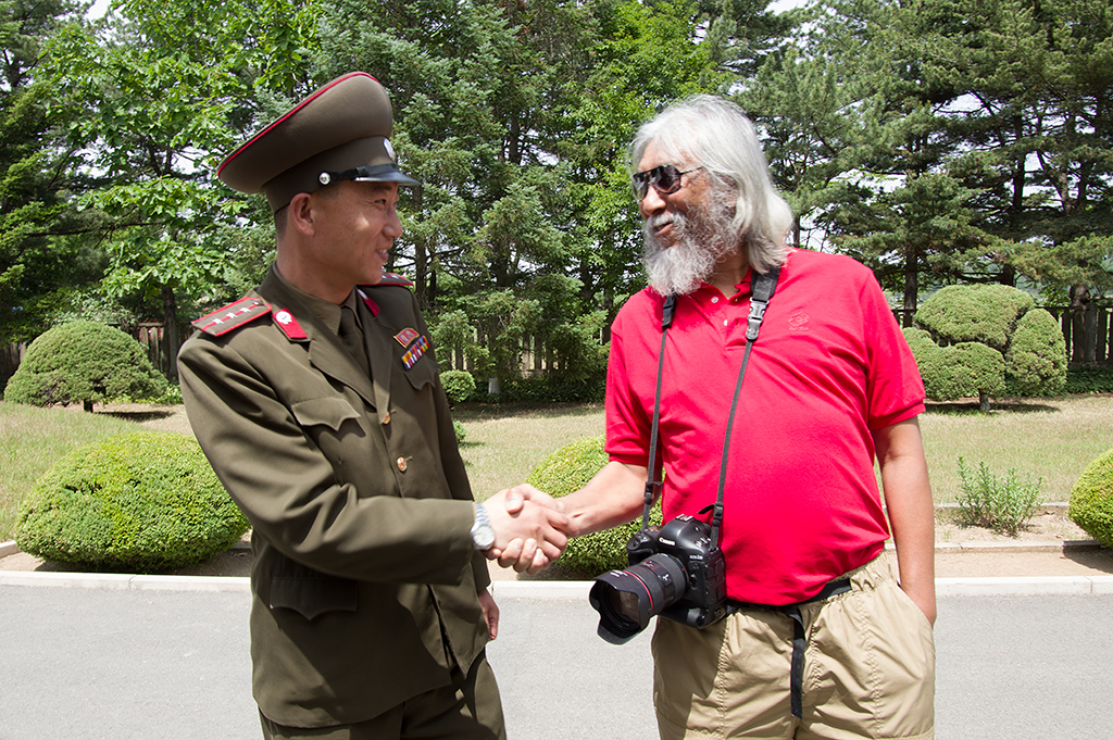 Photosafari's Yusuf meeting up with an army officer at DMZ